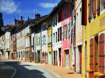Case piacevoli di colore nella fila fotografia stock