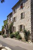 Case rurali dell'arenaria a St Paul de Vence, Provenza, Francia fotografia stock