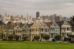 Case a schiera verniciate delle signore San Francisco Fotografie Stock Libere da Diritti