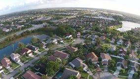 Case suburbane nella vista aerea di Florida video d archivio