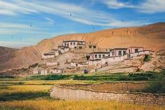 Case tibetane sul pendio Fotografia Stock