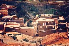 Case tradizionali dell'argilla, villaggio di berbero in montagne di atlante Fotografia Stock