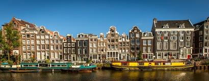 Case tradizionali della parte anteriore del canale, Amsterdam, Paesi Bassi Fotografia Stock