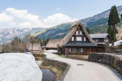 Case tradizionali di Gassho Zukuri nelle alpi del Giappone Immagini Stock