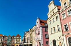 Case tradizionali sul vecchio quadrato del mercato a Poznan, Polonia fotografia stock
