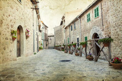 Case tradizionali in villaggio mediterraneo in Mallorca, Spagna Immagini Stock Libere da Diritti