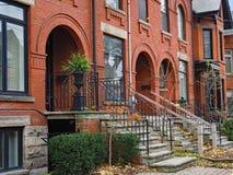 Case urbane di stile del Brownstone fotografia stock