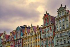 Case variopinte al quadrato del mercato del sale nella vecchia città di Wroclaw Fotografia Stock
