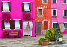 Case variopinte in Burano Fotografie Stock