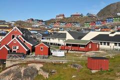 Case variopinte, costruzioni in Qaqortoq, Groenlandia Immagini Stock