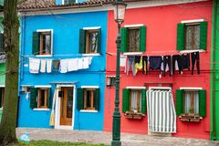 Case variopinte dell'isola di Burano vicino a Venezia, Italia fotografia stock libera da diritti