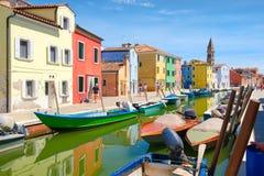 Case variopinte e canali sull'isola di Burano vicino a Venezia Fotografie Stock