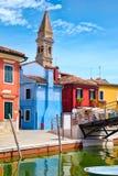 Case variopinte e canali sull'isola di Burano vicino a Venezia Immagini Stock Libere da Diritti