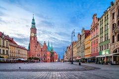Case variopinte e municipio a Wroclaw, Polonia Immagine Stock Libera da Diritti
