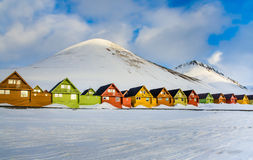 Case variopinte, Longyearbyen, Spitsbergen, le Svalbard, Norvegia immagini stock libere da diritti