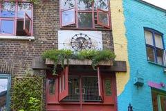 Case variopinte sull'iarda di Neals, piccolo vicolo nel giardino di Covent, Londra, Regno Unito Immagini Stock Libere da Diritti