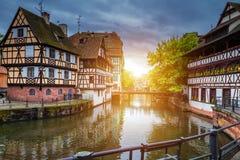 Case variopinte tradizionali in La Petite France, Strasburgo, Als Immagini Stock Libere da Diritti
