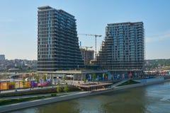 Caseggiati moderni vicino al fiume Sava a Belgrado fotografia stock libera da diritti
