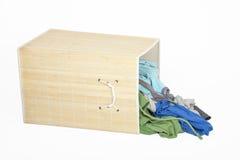 Casella con la lavanderia sporca Fotografie Stock Libere da Diritti