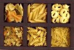 Casella con pasta Fotografia Stock
