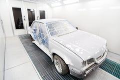 Casella del garage della vernice dell'automobile fotografia stock libera da diritti