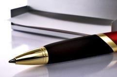 Casella del post-it e della penna Immagini Stock Libere da Diritti