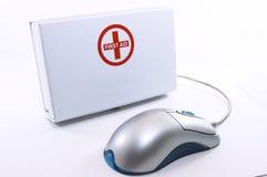 Casella del pronto soccorso che si leva in piedi in su con il mouse immagini stock libere da diritti