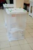 Casella di elezione con le schede elettorali Fotografie Stock Libere da Diritti