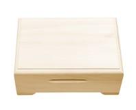 Casella di legno chiusa isolata su bianco. immagine stock