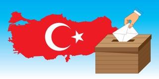 Casella di scheda elettorale di legno con una lettera di voto e la Turchia mA Immagine Stock