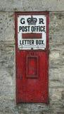 Casella di ufficio postale inglese dell'annata immagini stock libere da diritti