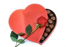 Casella a forma di del cuore con una Rosa Fotografie Stock Libere da Diritti