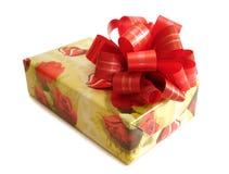 Casella gialla legata nastro rosso Fotografia Stock