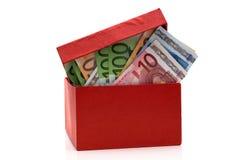 Casella rossa con gli euro Fotografie Stock