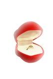 Casella rossa con l'anello di diamante Fotografie Stock Libere da Diritti