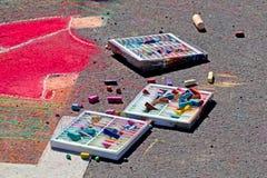Caselle dei pastelli con arte del marciapiede Fotografia Stock