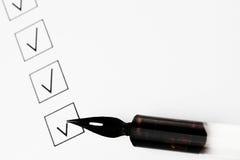 Caselle di controllo e penna immagine stock