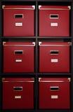 Caselle rosse sulla mensola Immagine Stock