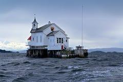 Casello in mare tempestoso Fotografia Stock