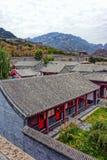 Casernes de militaires et la Grande Muraille de la Chine Image stock