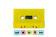 Casete de cinta amarillo con la muestra de radio del botón del jugador Imagenes de archivo