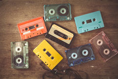 Casete de cinta en la tabla de madera Fotografía de archivo libre de regalías