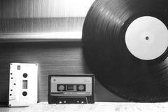 Casetes audios y vinilo fotografía de archivo libre de regalías
