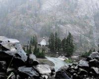 Casetta nelle montagne fotografia stock libera da diritti