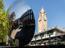Casetta per giocare di Nottingham e specchio del cielo fotografie stock libere da diritti