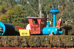 Casey Jr. Treinaantrekkelijkheid het berijden door Disneyland, Californië, in Fantasyland Royalty-vrije Stock Foto
