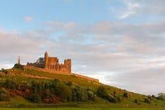 Cashel-Abtei bei Sonnenuntergang Stockfotos