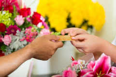 Cashless - Flower purchase with credit card Royalty Free Stock Photos