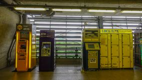Casiers automatiques de pièce de monnaie à la station de BTS Photographie stock libre de droits