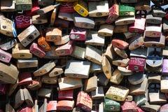 Casiers d'amour sur le pont de Hohenzollern Images libres de droits